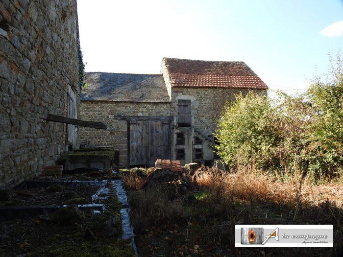photo de Bâtiment à rénover dans un hameau calme.