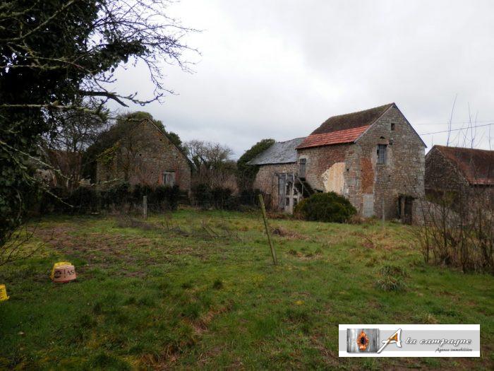 Building to renovate in a quiet hamlet.
