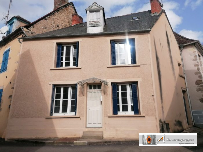 Charming house in the  picturesque village of Chambon-sur-Voueize.