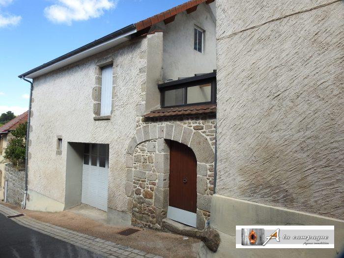 photo de Maison dans bourg charmant avec grand garage et jardinet.