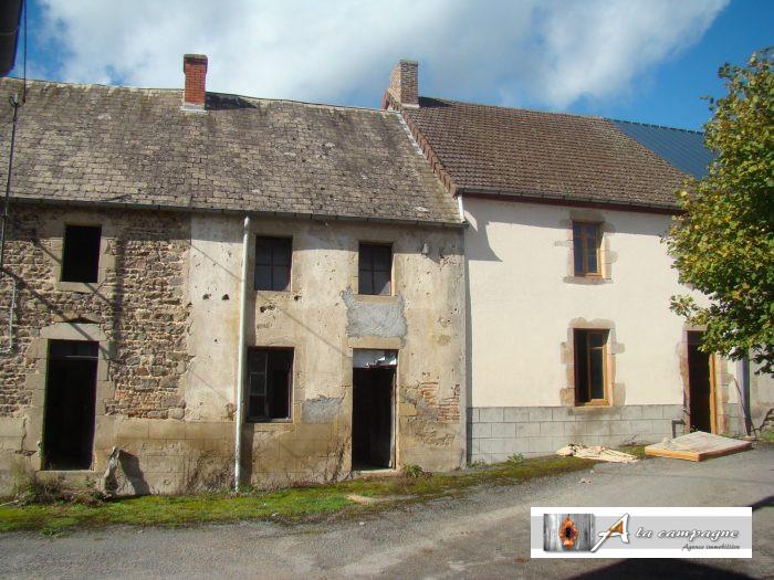Trois maisons d un seul tenant permettant libre court for Garage 4x4 saint sauves d auvergne
