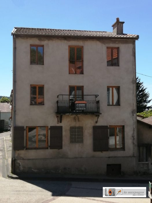 Rural house located in the heart of Combrailles, three minutes by car from all amenities
