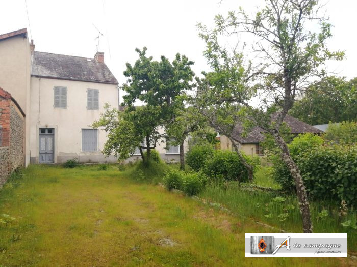 House with garden and outbuilding seeks new owner!
