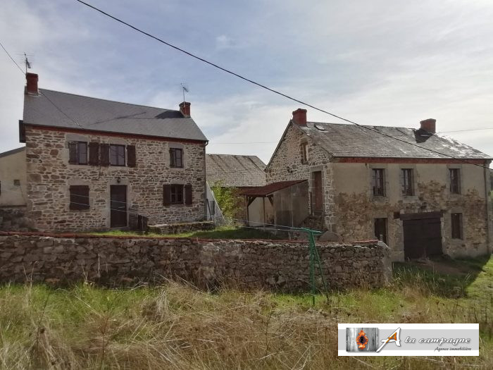 G�te potential made up of two charming houses built in stone