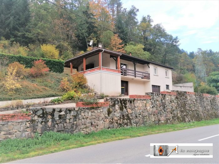 This house is located on the banks of the river Sioule, in a peaceful and pleasant environment
