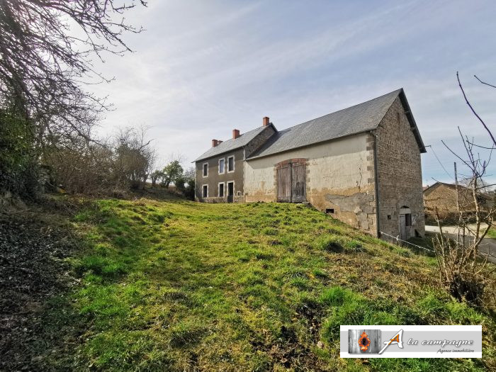 Large farmhouse located in the Creuse on 1.3 hectares looking to be renovated