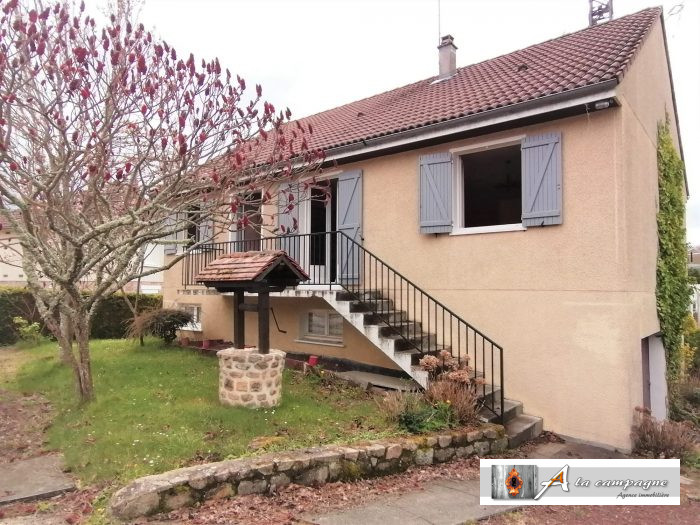Charming bungalow in the center of Auzances