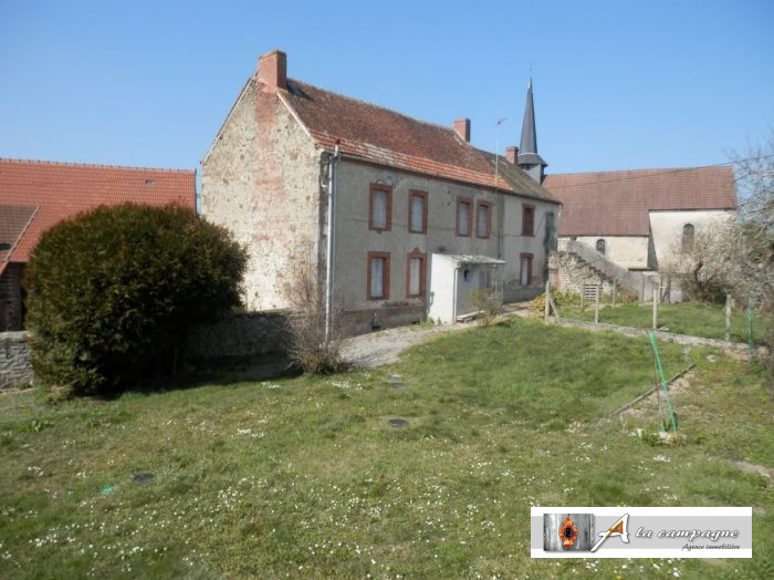 photo de Grande et charmante maison avec grange et puits