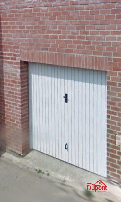 Garage Une Voiture Fontaine Au Pire