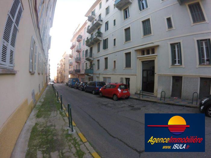 Location f2 rue comte bacciochi isula ajaccio for Location garage ajaccio