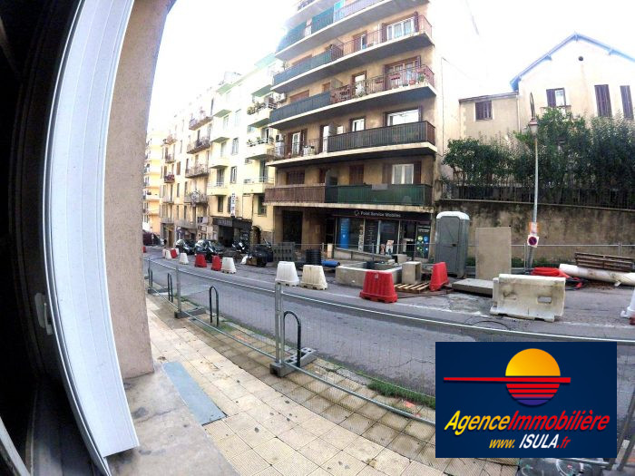 Location f2 av beverini isula ajaccio for Location garage ajaccio