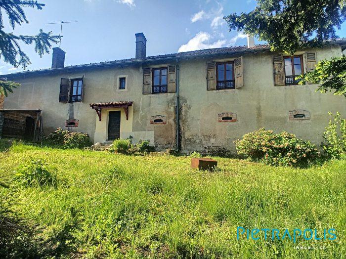Maison ancienne renovée 157m² habitable avec dépendances et jardin 750m²