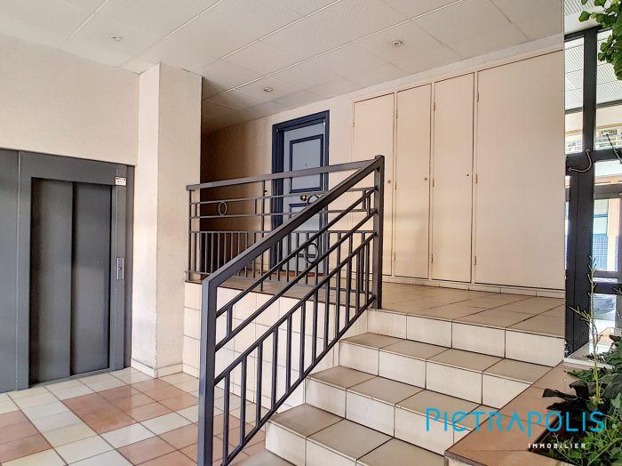 t3 de 71 m rue de la banni re lyon 3. Black Bedroom Furniture Sets. Home Design Ideas