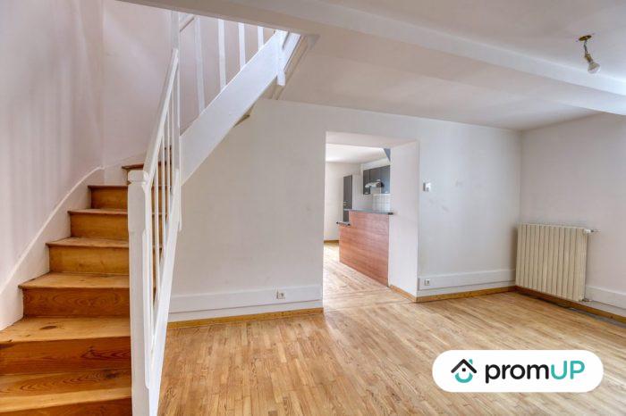 Photo Belle maison – T6 de 128 m² entièrement rénové avec vue sur la chaine des Puys image 2/11