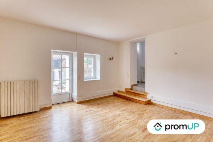 Photo Belle maison – T6 de 128 m² entièrement rénové avec vue sur la chaine des Puys image 3/11