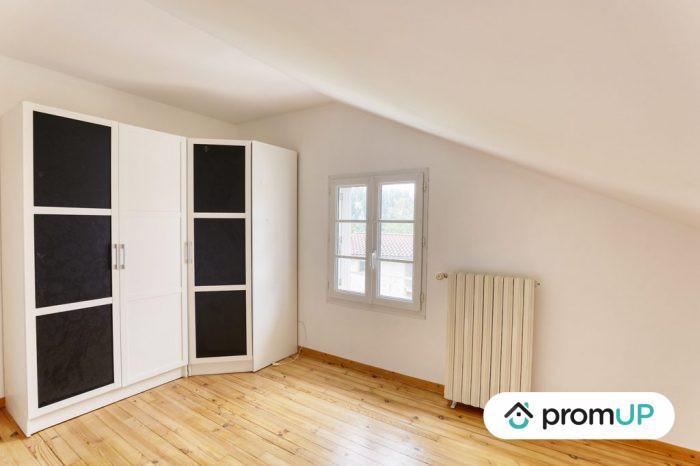 Photo Belle maison – T6 de 128 m² entièrement rénové avec vue sur la chaine des Puys image 5/11