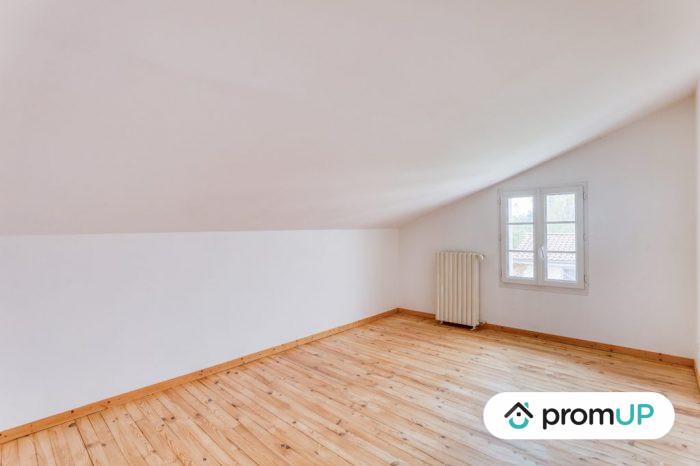 Photo Belle maison – T6 de 128 m² entièrement rénové avec vue sur la chaine des Puys image 6/11
