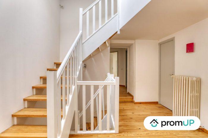 Photo Belle maison – T6 de 128 m² entièrement rénové avec vue sur la chaine des Puys image 10/11